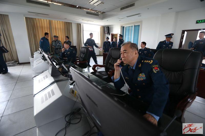 空军司令员马晓天飞赴四川指挥抗震救灾-空六军战友在雅安抗震救灾中