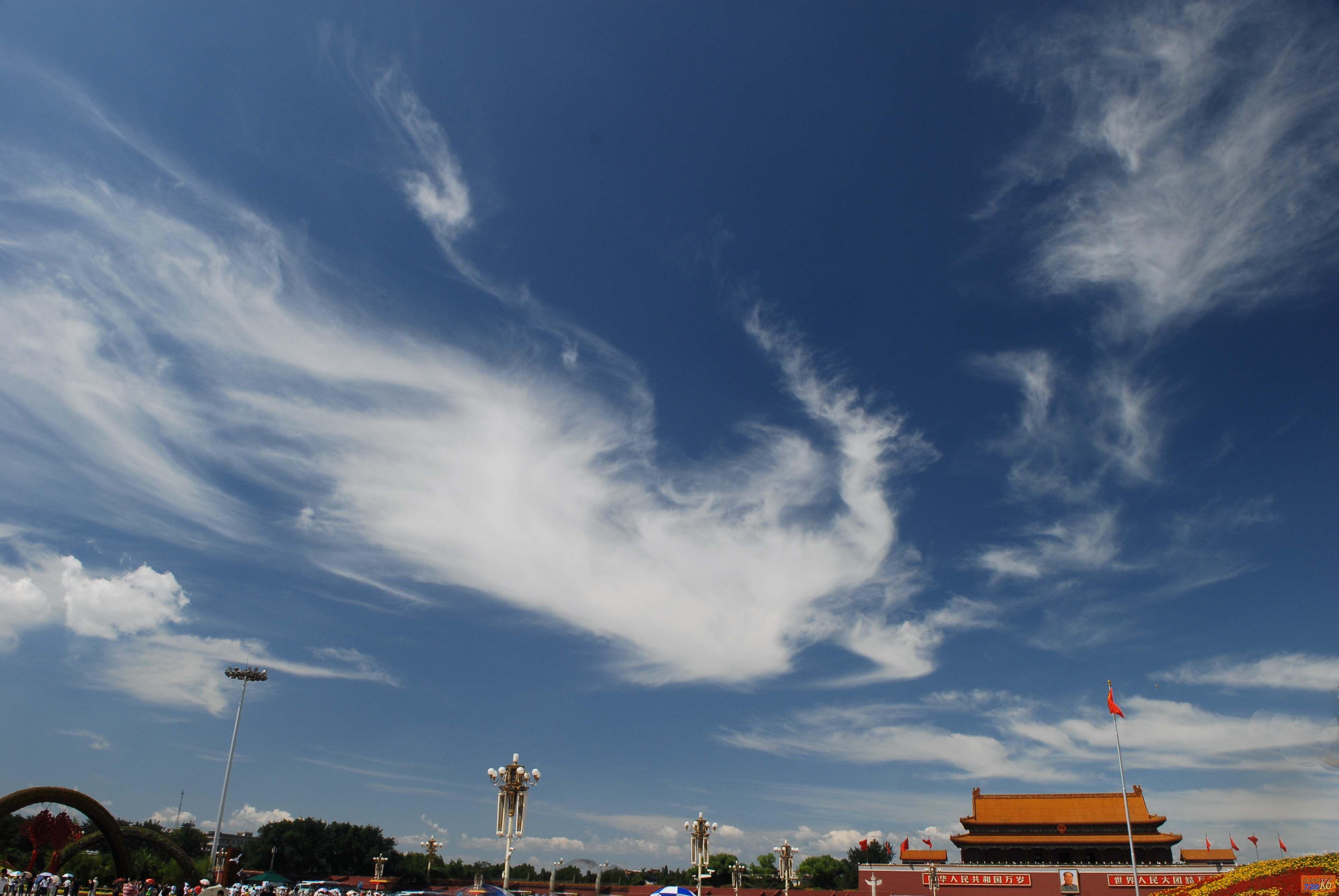 在这张拍摄于2008年奥运会期间的天安门 照片上,蔚蓝色